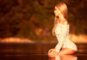 Обои девушка, профиль, портрет, взгляд, в воде, отражение