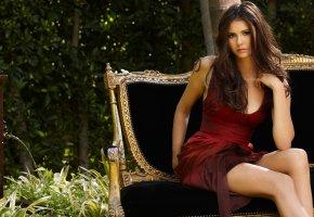 Обои Nina Dobrev, актриса, платье, скамья, фонтан