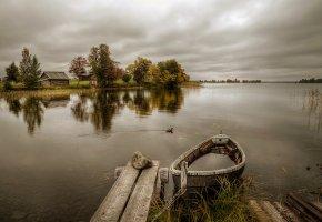 Обои водоем, лодка, причал, небо, дом, деревья