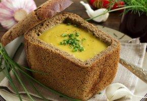 Обои блюдо, хлеб, лук, чеснок, тарелка, корка