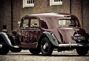 Обои автомобиль, ретро, брусчатка, хром, колеса, отражение