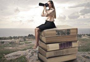 Обои девушка, блондинка, книги, фотоаппарат, камни, трава