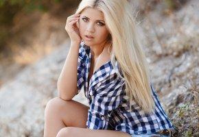 Обои блондинка, взгляд, рубашка, модель