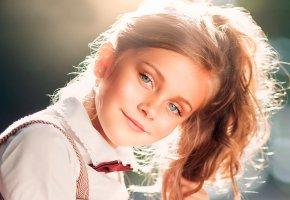 Обои девочка, улыбка, портрет, солнечный свет