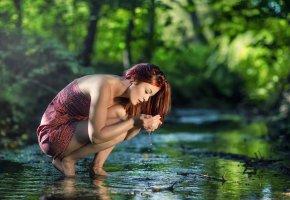 Обои девушка, течение, вода, отражение, природа, ручей(104)
