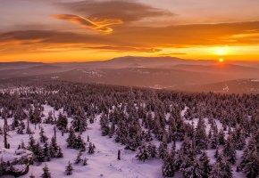 Обои небо, облака, горы, закат, зима, деревья