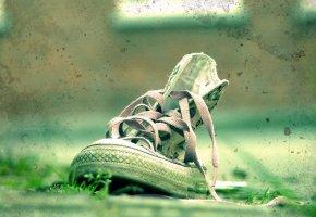 Обои кеды, Зеленый, Трава, пятна, шнурки, грязь