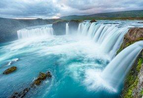 Обои водопад, река, тучи, брызги, камни