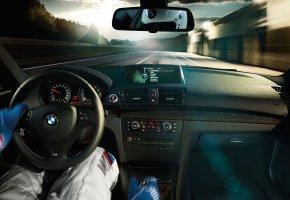 Обои гонщик, трасса, салон, бмв, скорость, руль, перчатки