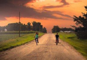 Обои дети, девочка, мальчик, дорога, велосипеды, природа