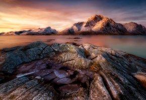 Обои лёд, скалы, камни, вода, небо, горизонт