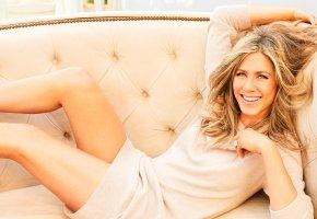Обои Jennifer Aniston, актриса, улыбка, кровать, волосы