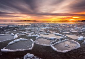 Обои река, лёд, ночь, закат, облака, горизонт