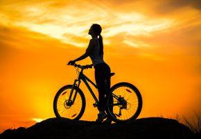 Обои байк, bike, велосипед, девушка, силуэт, закат, сумерки, небо
