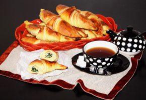 Обои выпечка, рогалики, круассаны, чай
