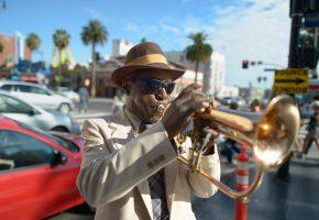 Обои джаз, артист, улица, мужчина, шляпа, темные, jazz, музыка