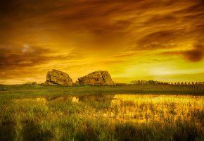 Обои небо, тучи, луг, болото, камни, скалы