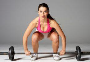 Обои fitness, штанга, взгляд, грудь, позирует, мокрая, мышцы
