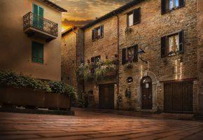 Обои Италия, цветы, облака, свет, рассвет, площадь, дом, балкон, окно, дверь