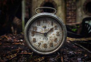 Обои старые, часы, стрелки, пыль, грязь, цифры