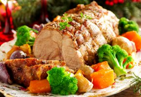 Обои мясо, специи, салат, брокколи, морковь