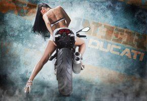 Обои девушка, мотоцикл, ducati, колесо, стопы, повороты, фон