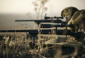 Обои снайпер, оружие, прицел, дуло, каска, трава