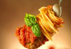 Обои мясо, кетчуп, спагетти, вермишель, макро, вилка, зелень