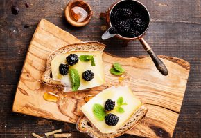 Обои blackberry, cheese, sandwich, бутерброд, сыр, ежевика, хлеб