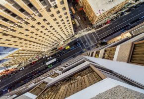 Обои San Francisco, город, улица, машины, небоскребы, люди