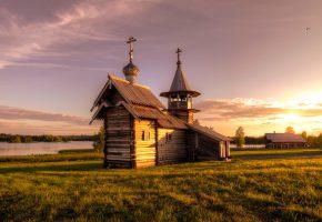Обои церковь, трава, закат, небо, река, кресты, купола