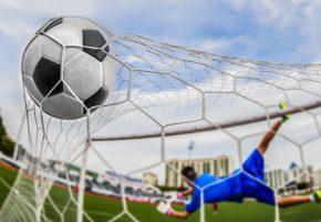 Обои гол, мяч, ворота, сетка, вратарь