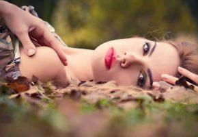 Обои листья, девушка, личики, макияж, глаза