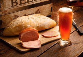 Обои пиво, бокал, ветчина, балык, хлеб, батон