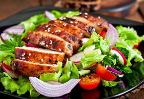 Обои meat, tomatoes, мясо, салат, помидоры