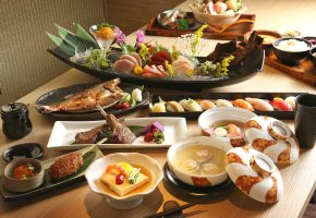 Обои японская кухня, блюда, морепродукты, ассорти, рыба, суп, тофу, суши, мясо,  ...