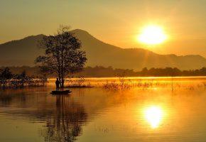 Обои лодочник, рыбак, одинокий, силуэт, солнце, горы, озеро, дерево