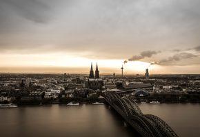Обои Кёльн, Германия, панорама, река, мост, собор, башня, дым