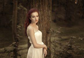Обои лес, деревья, девушка, рыжеволосая, настроение, печаль