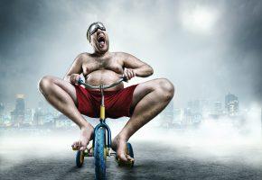 Обои tricycle, wheel, man, gestures, buildings, мужчина, велосипед, радость
