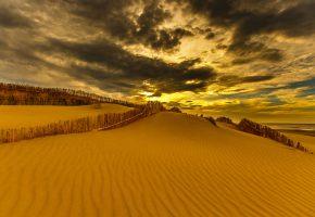 Обои закат, дюны, море, песок, забор, тучи