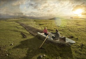 Обои лодка, вёсла, мужчина, женщина, пара, романтика, поле, трава, солнце