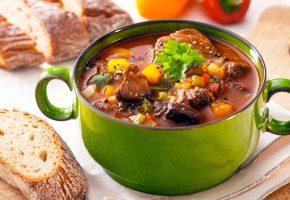 Обои суп, сухари, чашка, хлеб, зелень, мясо