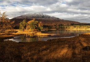 Обои Шотландия, озеро, горы, берег, трава, деревья, облака