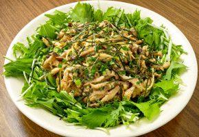 Обои салат, зелень, лук, грибы, вкусно