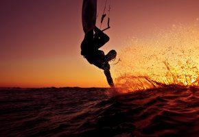 Обои Океан, закат, серфер, доска, брызги, человек