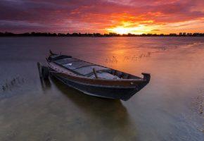 Обои закат, озеро, лодка, горизонт