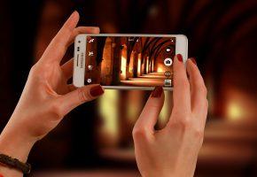 Обои Samsung, Телефон, Руки, зал, камера