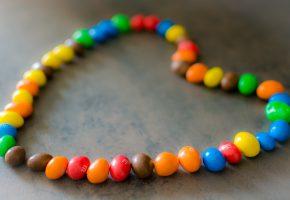 Обои конфеты, сердце, праздник, цвета