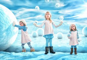 Обои дети, снег, снежки, игра, варежки